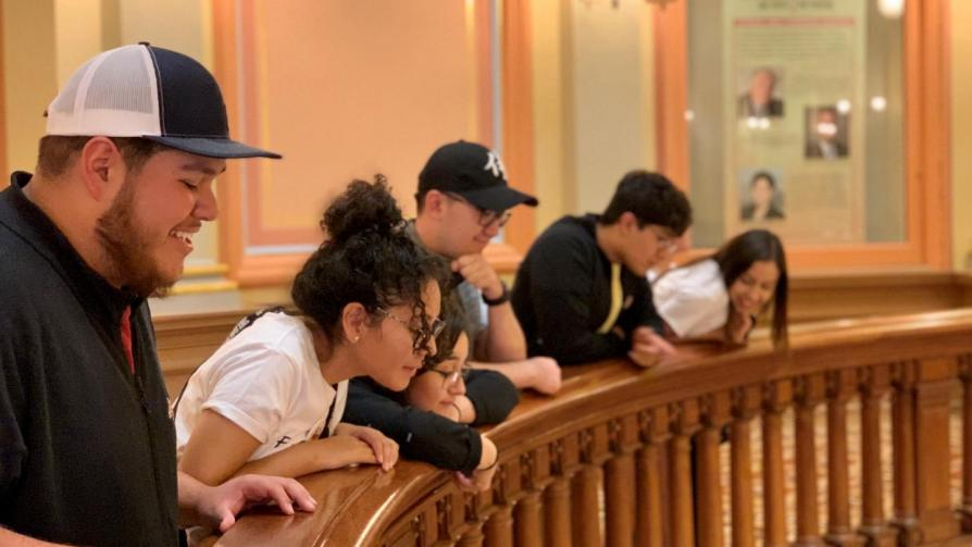 Students visiting California State Capitol Building